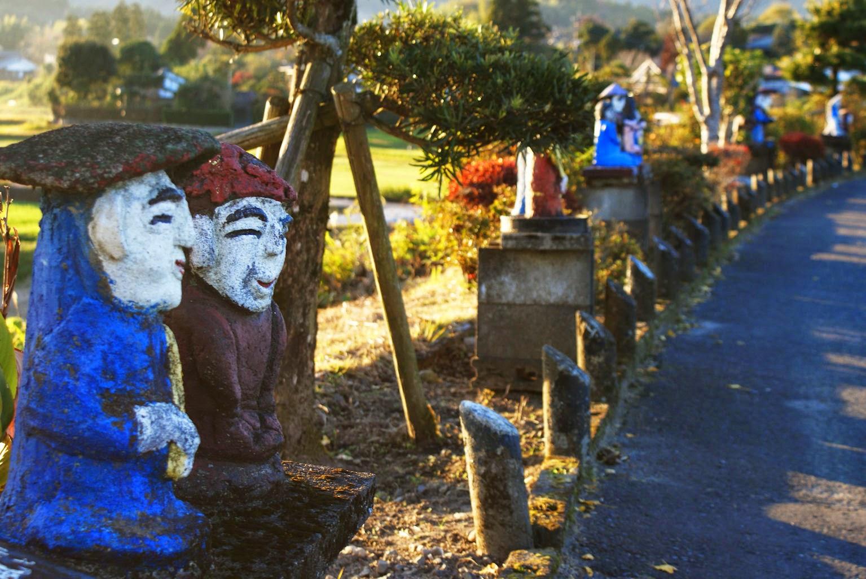 Tanokami statues