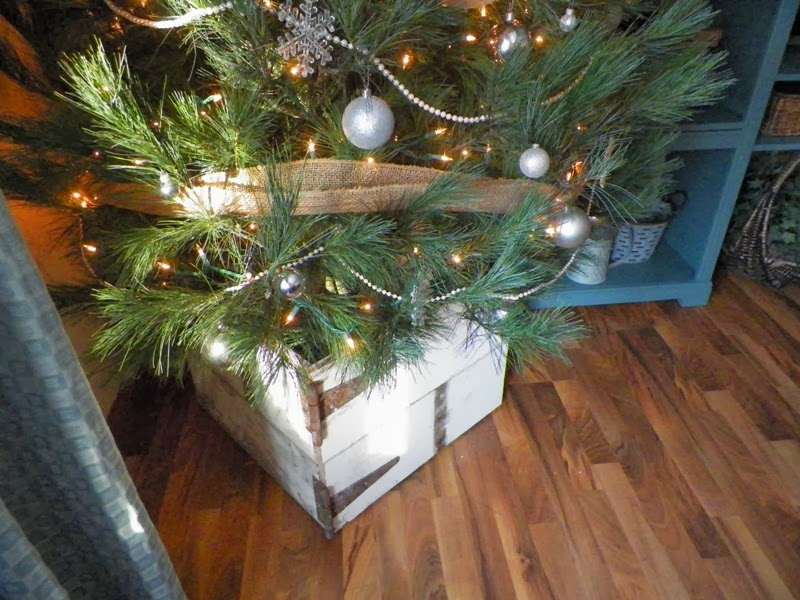 Everything in between by kelly & tiffany: barn wood christmas tree box