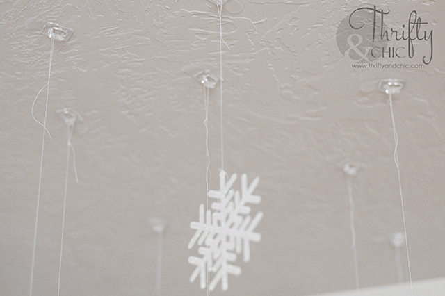 how to create a falling snowflake wonderland in any room of your house!