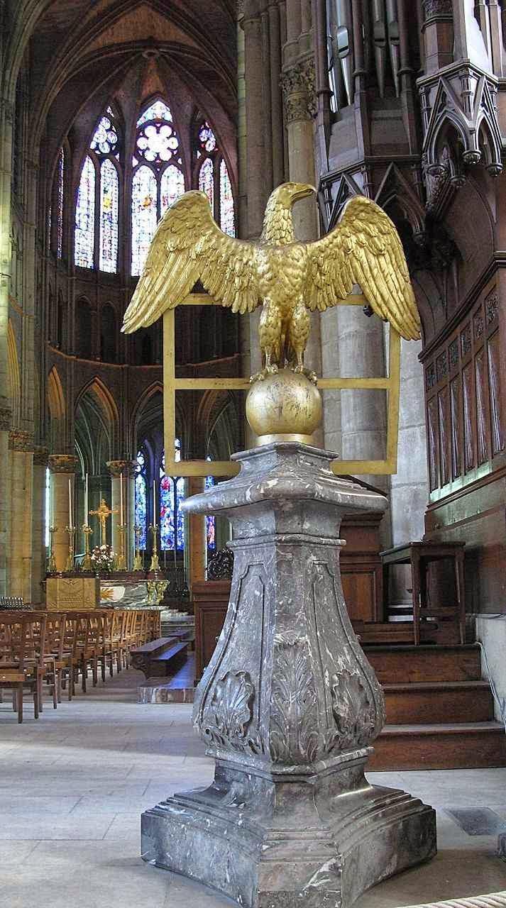 Apóio para as leituras sagradas, catedral de Reims. Ouvindo a palavra de Deus, a alma deve se elevar aos Céus como a águia que levanta vôo.