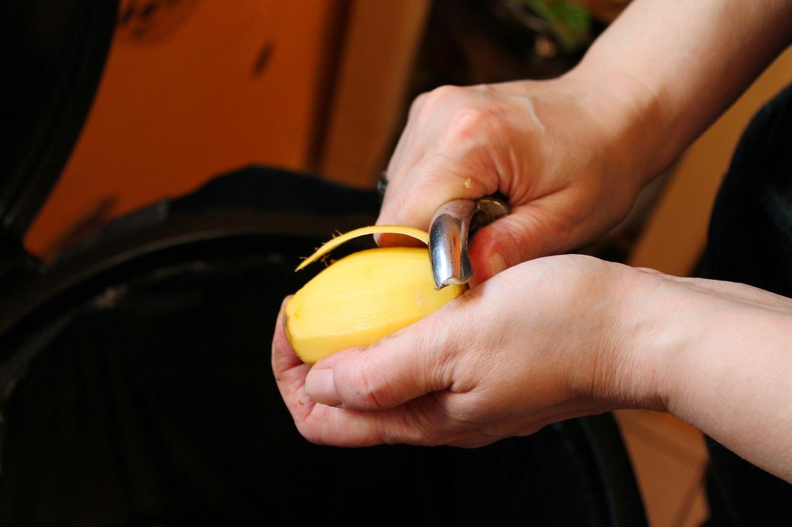 Tip για να μην μαυρίζουν οι καθαρισμένες πατάτες