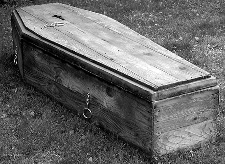Old Wood Coffin http://razomondo.blogspot.com/2011/03/house.html