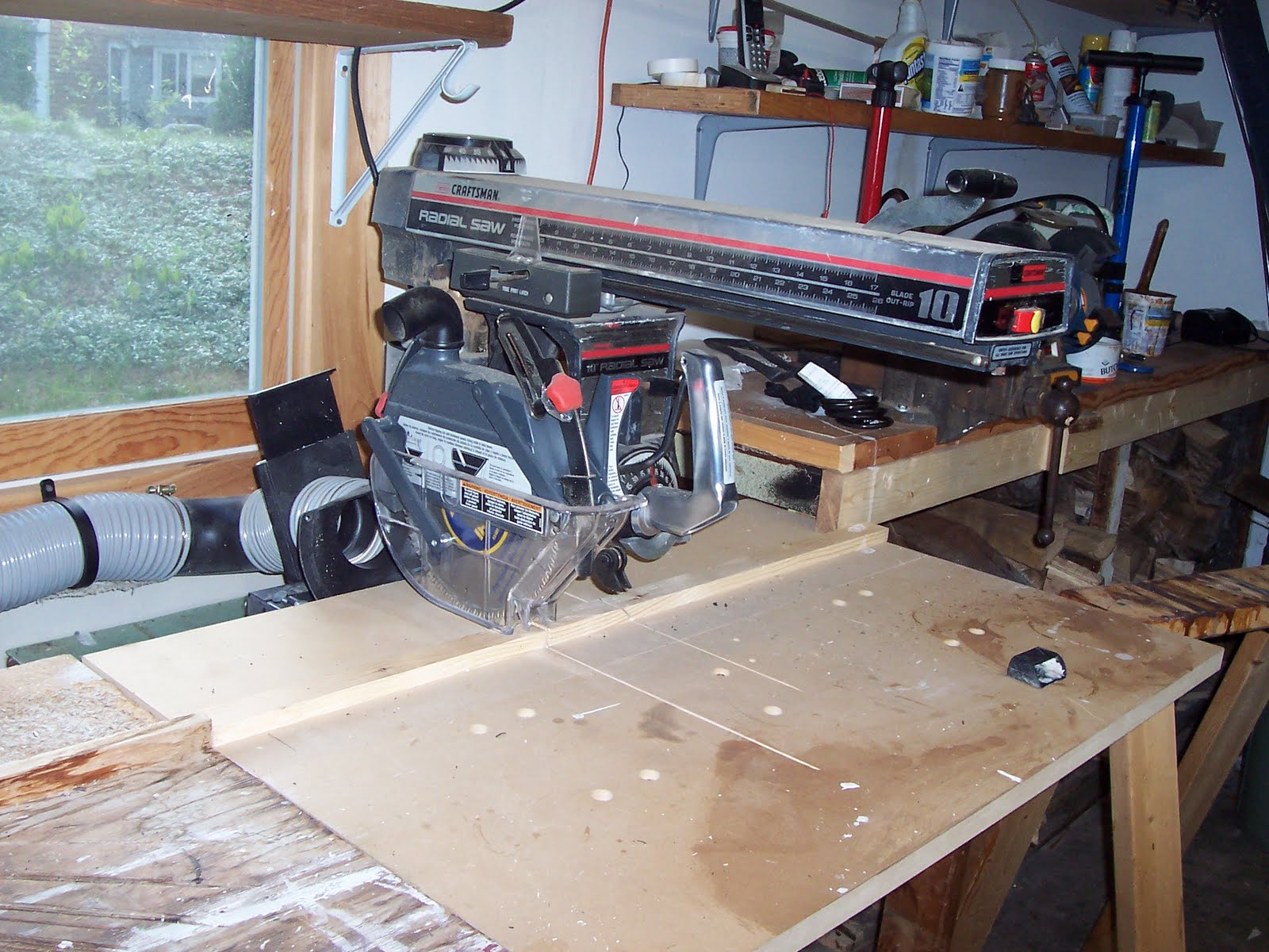 Radial Arm Saw Bench Plans http://gordonharris.blogspot.com/2011/08/dust-collection-in-home-shop.html