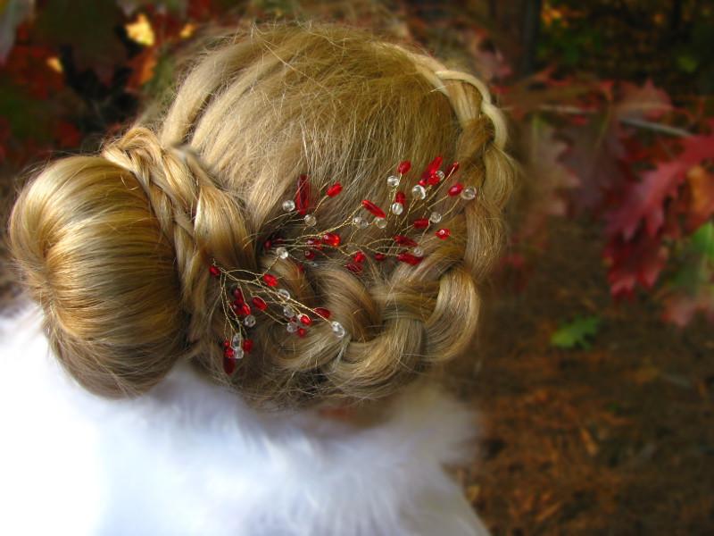 Czerwony stroik do włosów ślubny