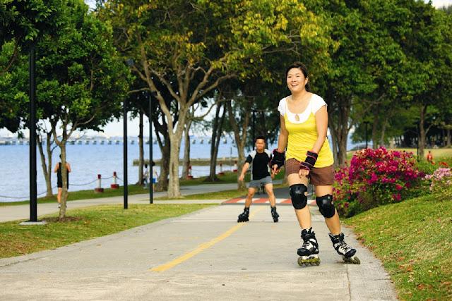 Selain itu anda bisa mencoba sensai bermain inline skating dengan trek