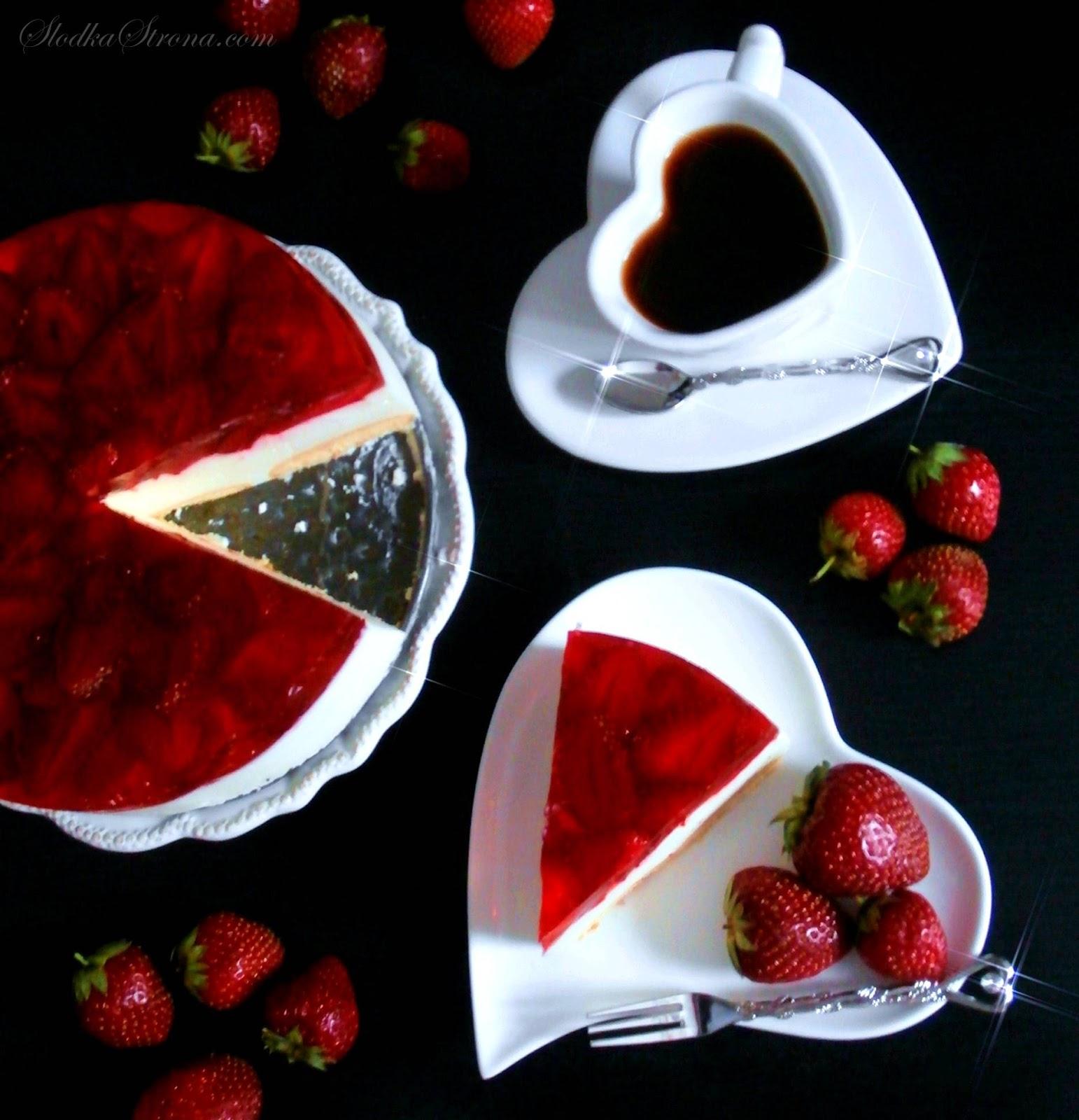 prosty sernik bez pieczenia z owocami