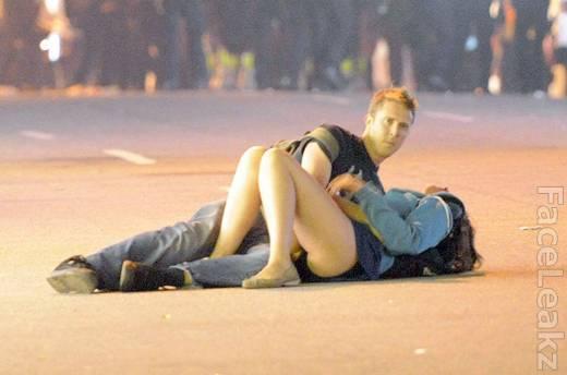 Identitas Sepasang Kekasih Misterius Berciuman di Tengah Kerusuhan Terungkap -- FaceLeakz