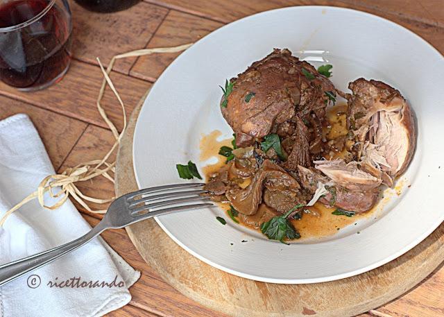 ricetta di Coniglio al vino rosso e funghi
