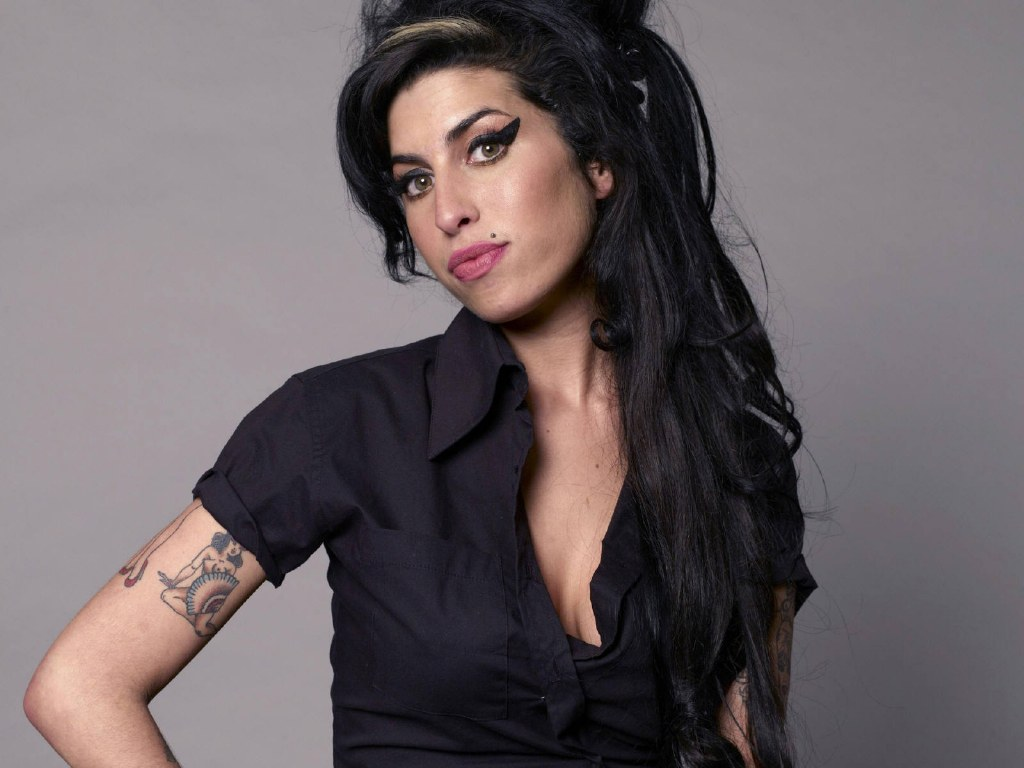 http://3.bp.blogspot.com/-xMnkjgNr4Dw/TxpiDRt_4uI/AAAAAAAAOMQ/nY2awGv81jQ/s1600/Amy+Winehouse.jpg
