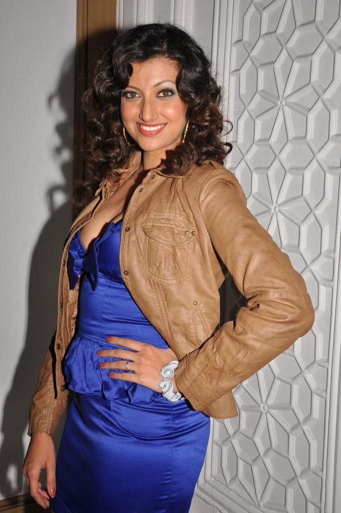 Actresss Hamsa Nandini in Shining Blue Short Skirt