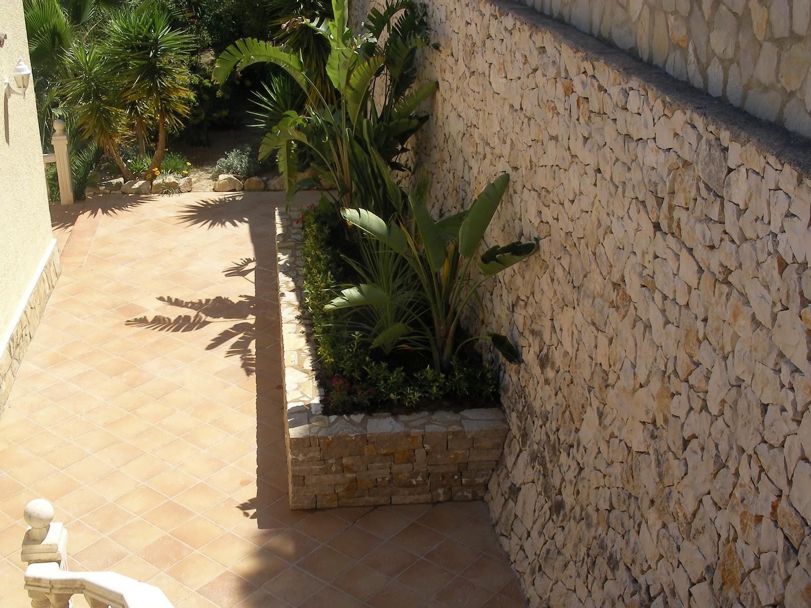 Ideagarden construccion de jardinera de piedra - Piedras para jardineras ...