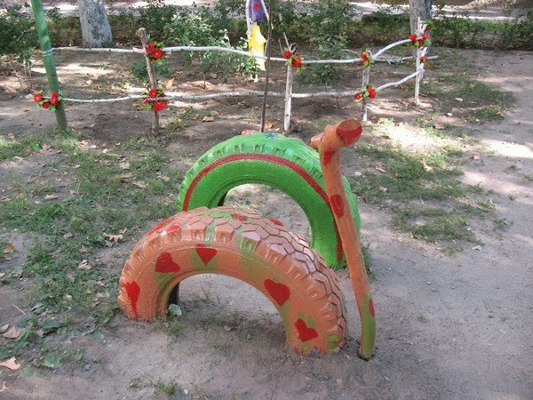 Decoration and ideas how to decorate a garden for kids for Tire decoration ideas
