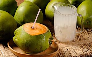 acqua di cocco, cibi anticellulite, combattere le cellulite, ritenzione idrica