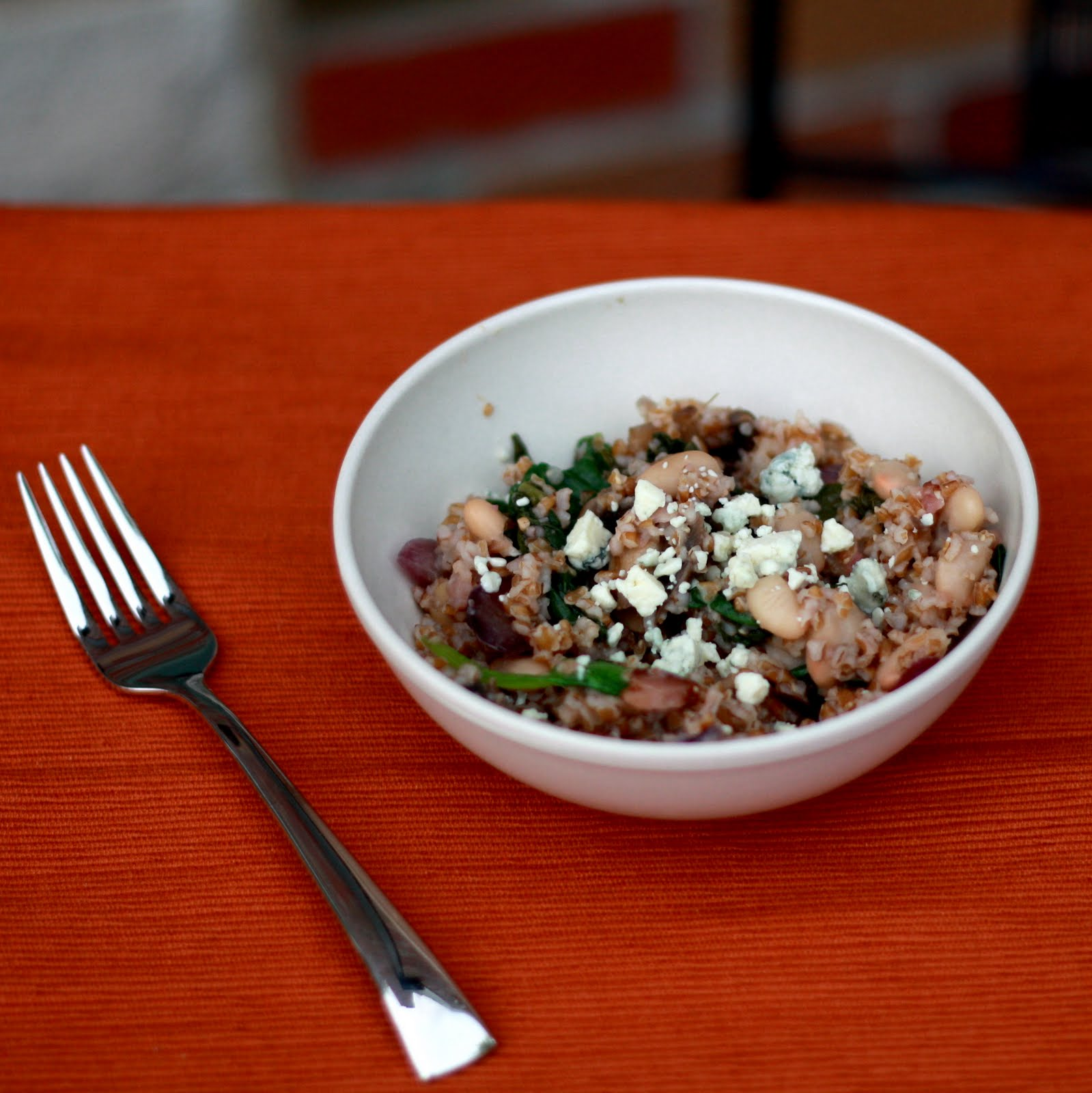 White Bean And Spinach Quinoa Salad With Bacon, Caramelized Onions ...