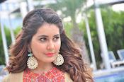 Rashi Khanna new glamorous photos-thumbnail-2