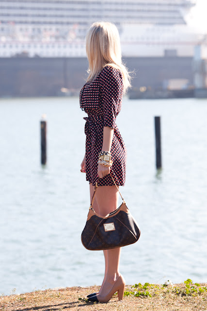 Savvy+Spice+fashion+blog +Dale+Steliga+Cruise+post,+red+white+blue+dress,+Louis+Viutton+purse