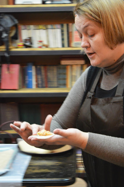 В «Вареничной № 9» Любови Корниловой прошёл первый в этом сезоне мастер-класс по приготовлению вареников, кундюмов и их японских собратьев гёдзов.