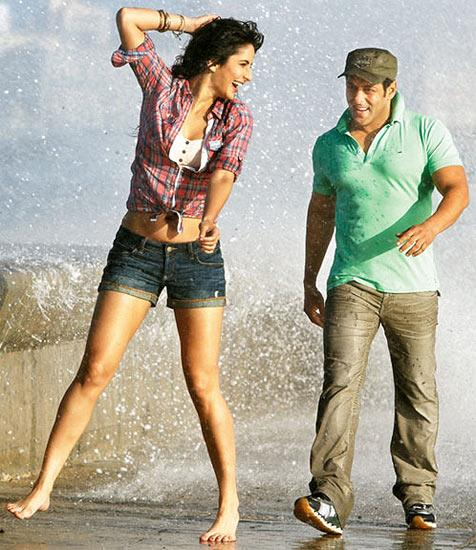 Katrina Kaif Enjoy With Salman Khan At Beach