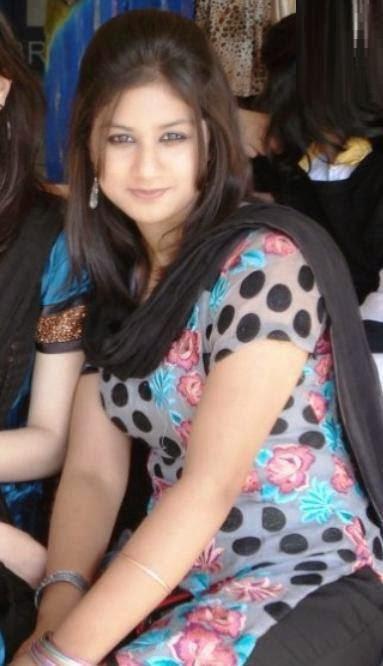 Cute Local Pakistani Housewife Bold Photos