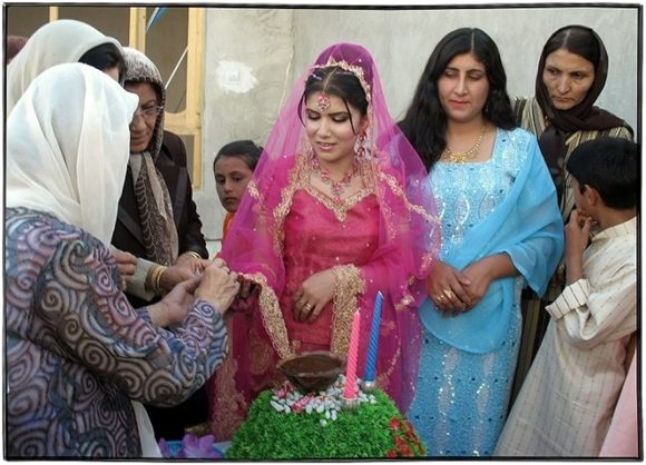 Afghan Wedding Traditions http://weddingpicturesweddingphotos.blogspot.com/2013/04/afghan-wedding-afghanistan-modern.html