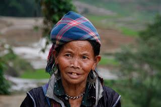 Mujer de tribu étnica de Sapa.