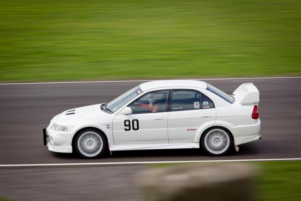 Mitsubishi Lancer Evo, najlepsze sportowe samochody, sedany z napędem na cztery koła, silnik 4G63T, turbo, silniki z potencjałem, auta do wyścigów, japońska motoryzacja, kultowe auta, legenda
