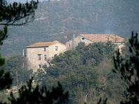 El conjunt de La Riba a prop de la carretera de Gironella a Olvan