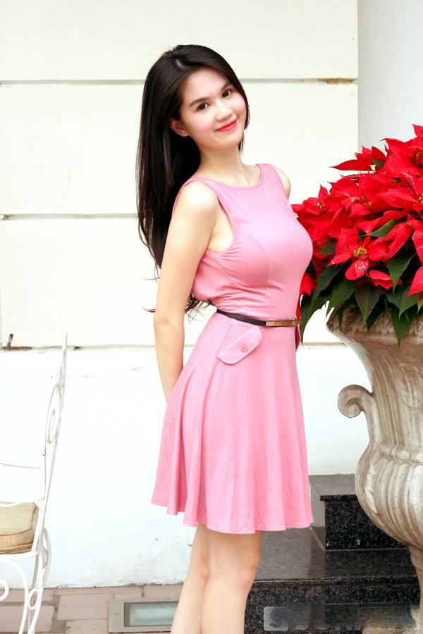 ảnh đẹp Ngọc trinh với đầm hồng vô cùng sexy 8