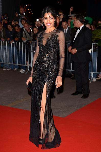 Freida Pinto sexy black gown hot pic -  Freida Pinto black gown Cannes 2012 Pic