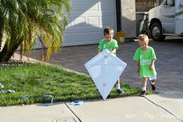 How to Make a Kite ~ Learn Play Imagine