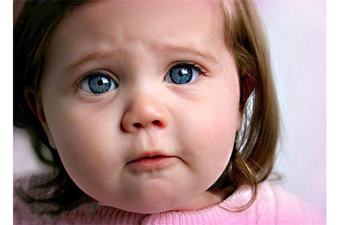 صورة بنت تريد البكاء وتحبس انفاسها