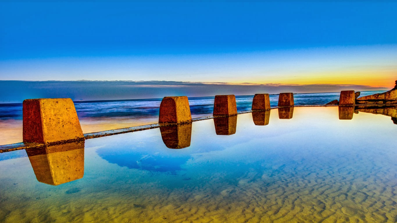 Pool at sunrise in Coogee, outside Sydney, New South Wales, Australia (© Max Valente/Getty Images) 386