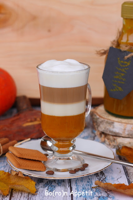 kawa z syropem dyniowym