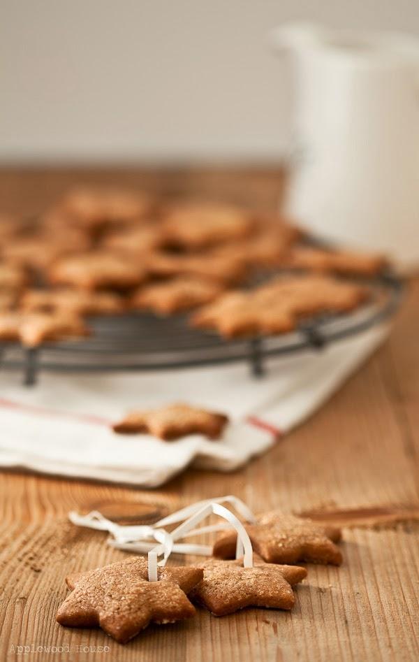 Zuckersterne mit Loch Keks zum Aufhängen