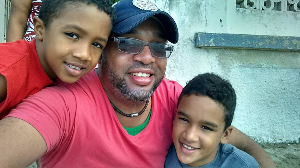 Leonel Duran con dos de sus hijos