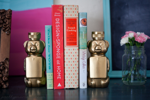 Honey bear bookends close