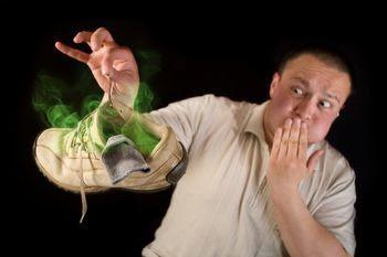 Cara Menghilangkan Aroma Busuk Pada Sepatu [ www.BlogApaAja.com ]