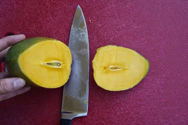 how to cut a mango center
