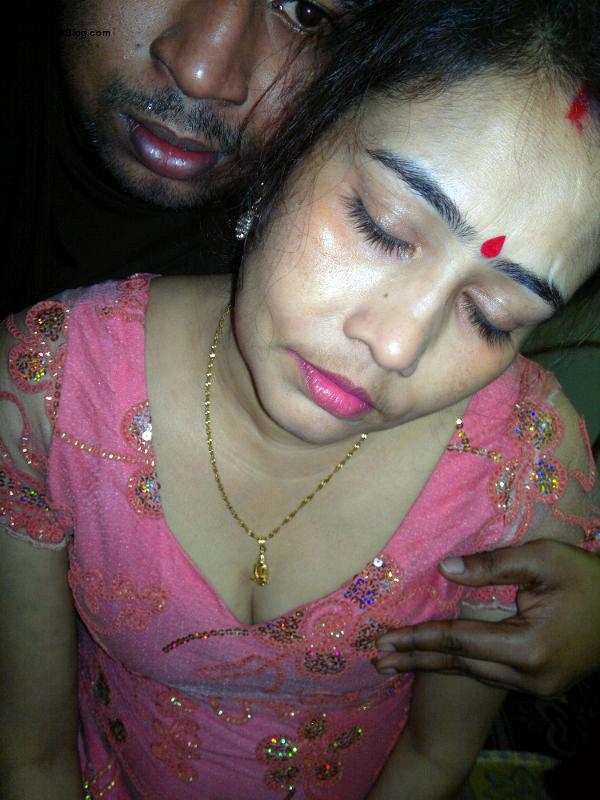 Kolkata randi from Palta showing big boobs and pussy pics