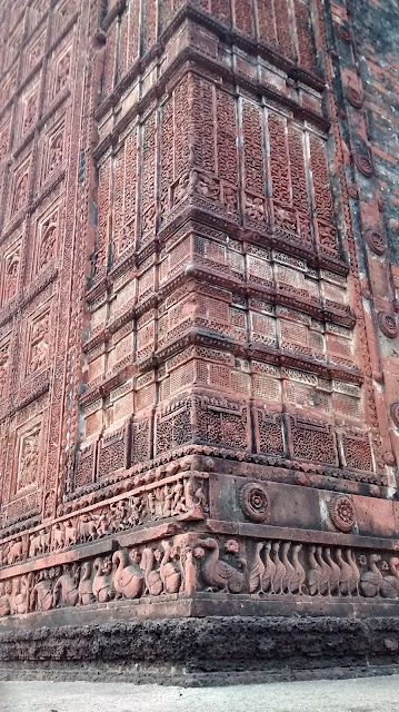 terracotta crafts on the wall of bishnupur temple
