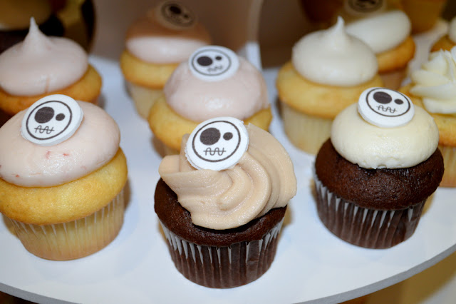 cupcakes with GG artwork logo