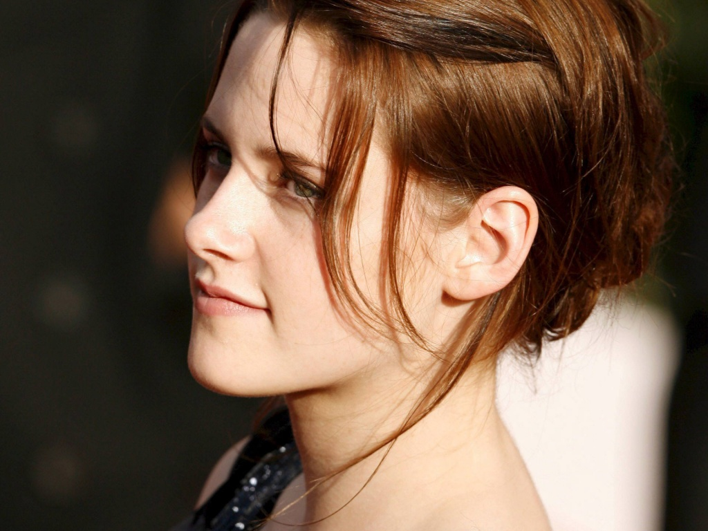 Twilight Actress Kristen Stewart Wallpapers