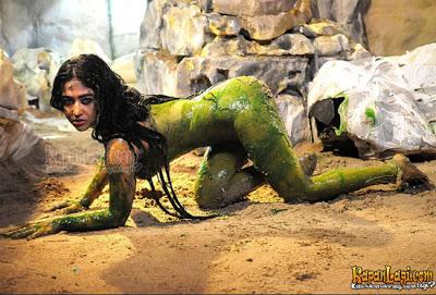 Foto Telanjang Dewi Perssik di Film Pantai Selatan