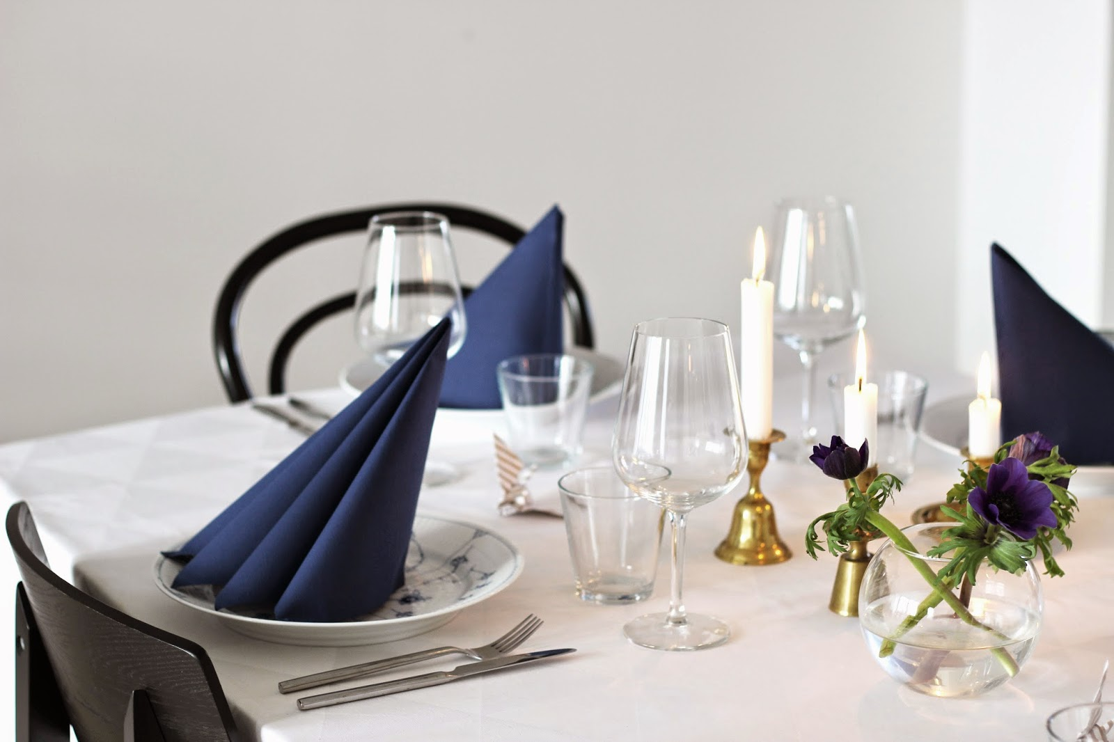 simple christmas table setting via http://www.scandinavianlovesong.com
