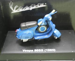 Miniatur Motor Vespa 90 SS (1965)