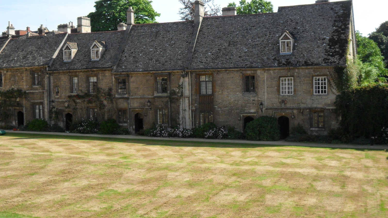 Worcester College Gardeners The Scarifying Of The Quad