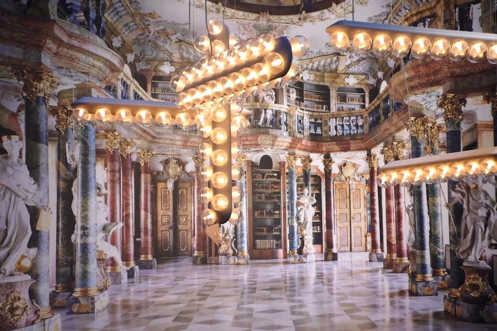 Barocke Tapete als perfekte Illusion zum prachtvollen Wohnen