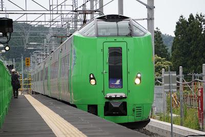 海峡線津軽今別駅を通過する789系スーパー白鳥
