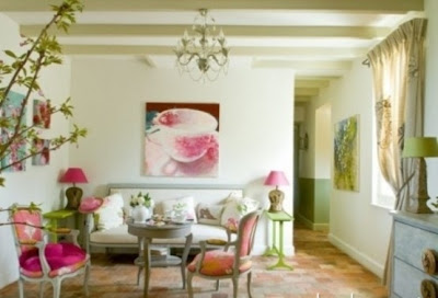 sala con accesorios rosa