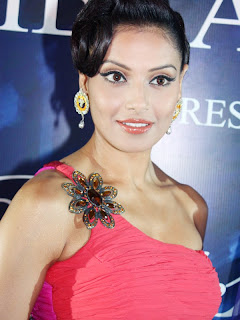hot bipasha basu in award function